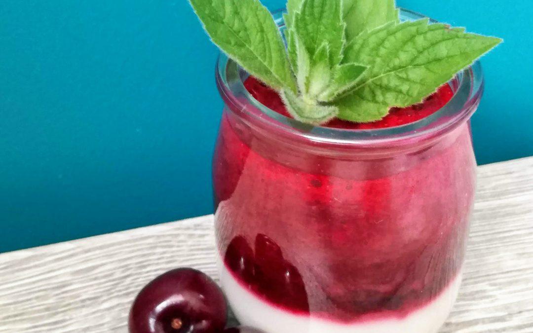 Jogurt z musem wiśniowym